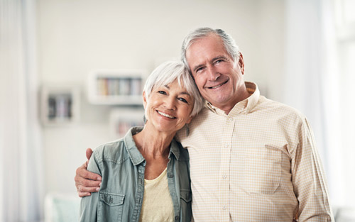 Health Tips Caregivers Need to Follow When Helping Seniors Care for Their Teeth